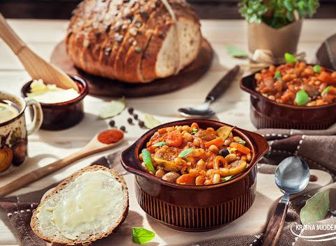 Pomidorowy 'gulasz' z fasoli i pieczarek