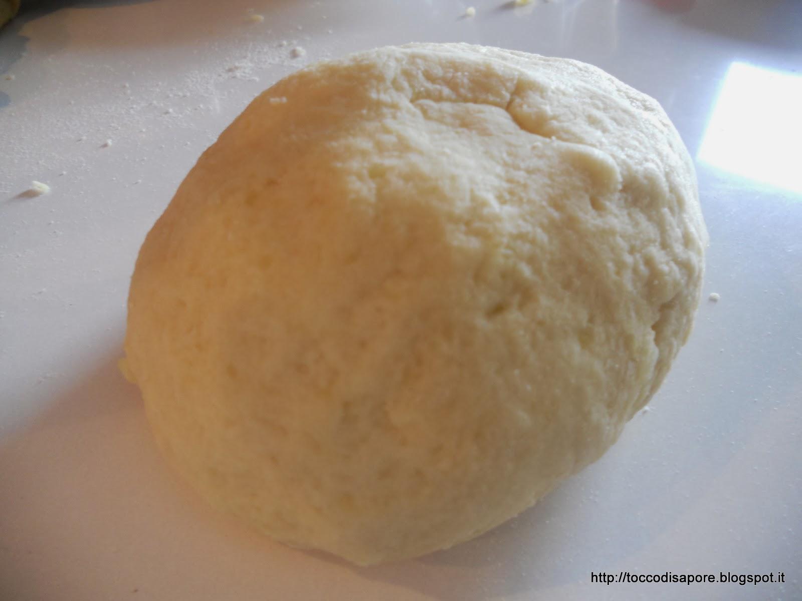 Panetto di impasto per gli gnocchi di patate