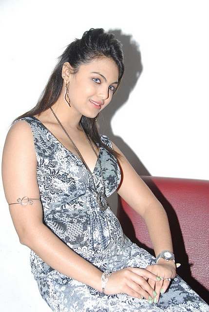 Actress Priyanka Tiwari Hot Image Latest Photo Stills unseen pics