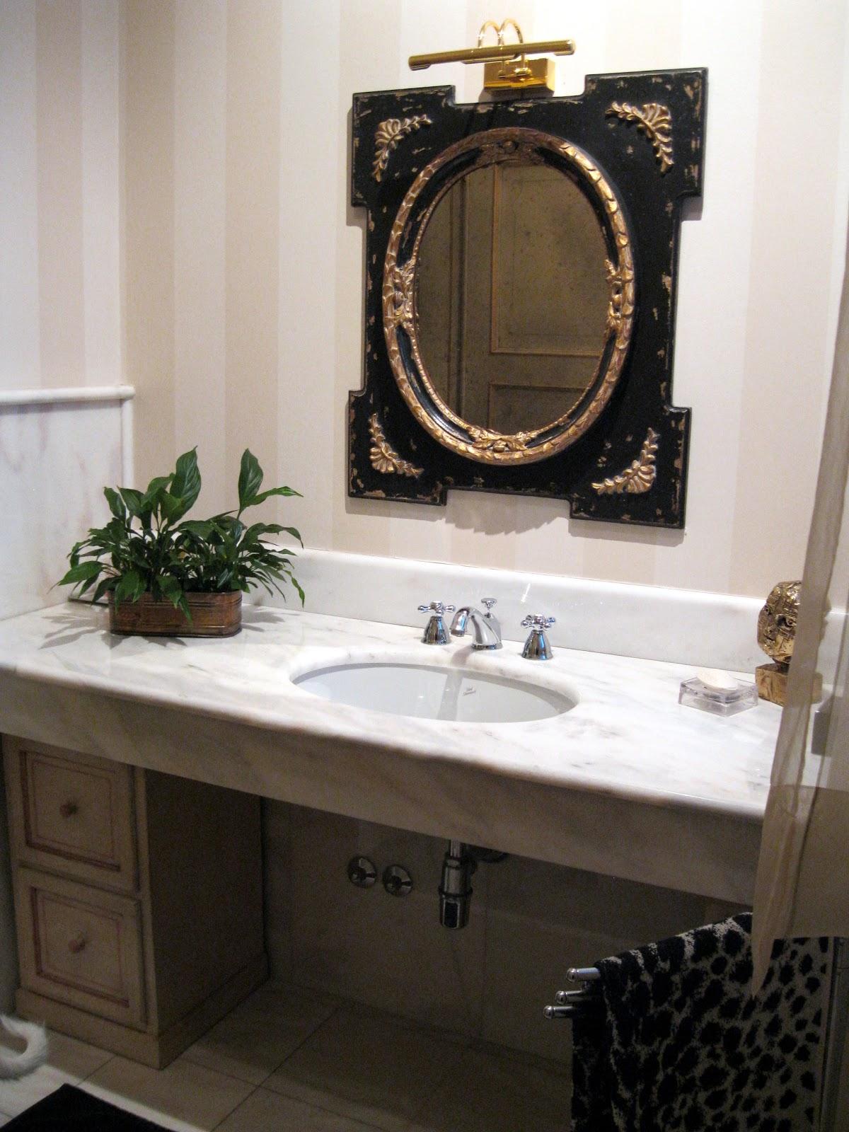 Archi tetti un bagno per ogni stile for Carta da parati bagno