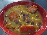 Sopa de legumes com feijão encarnado