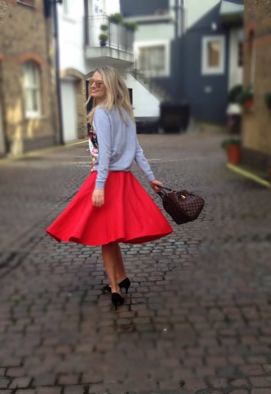 flared skirt, red skirt, mid length skirt, maxi skirt, red skirt, scuba skirt, fashion blogger, blonde fashion blogger, louis vuitton, grey jumper