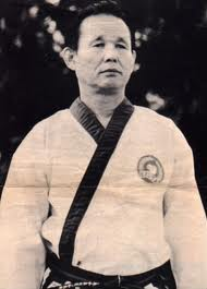 Traditional taekwondo ramblings hwang kee and his innovations another pioneer of taekwondo lee won kuk founder of the chung do kwan stated in numerous interviews that hwang kee studied with him in the chung do kwan in fandeluxe Images