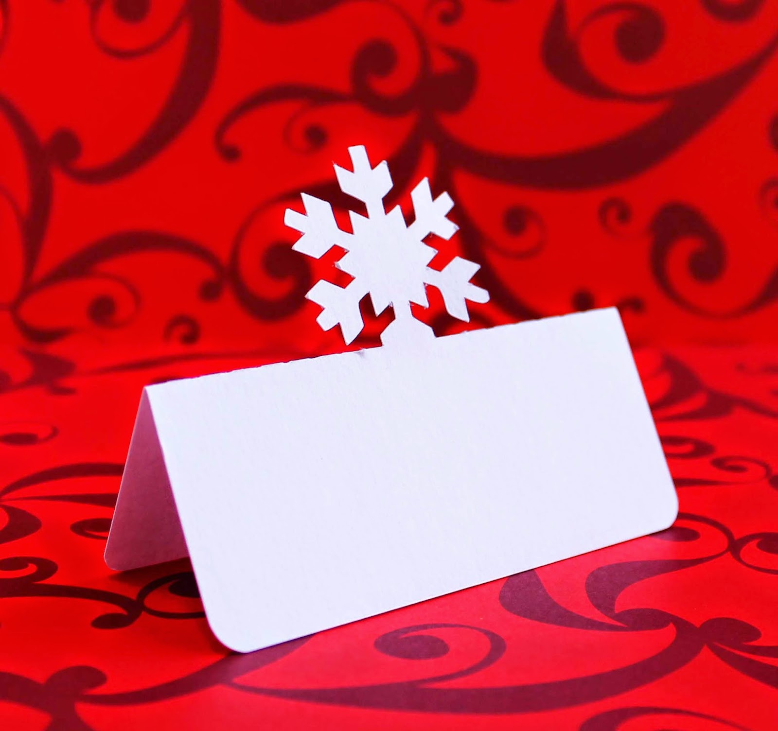 http://www.tiffzippy.com/snowflake-place-cards/