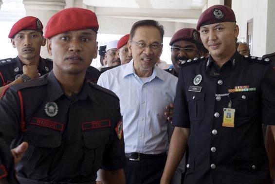 Pegawai Dedah Kehidupan 'Mewah' Anwar Ibrahim di Penjara