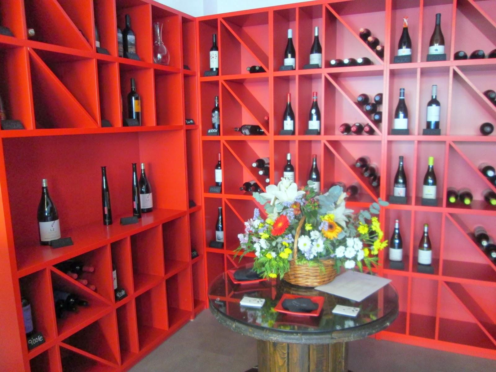 Vinoteca baladi disfruta de espa a gourmet gastronomy travel taste spain - Como montar una vinoteca ...