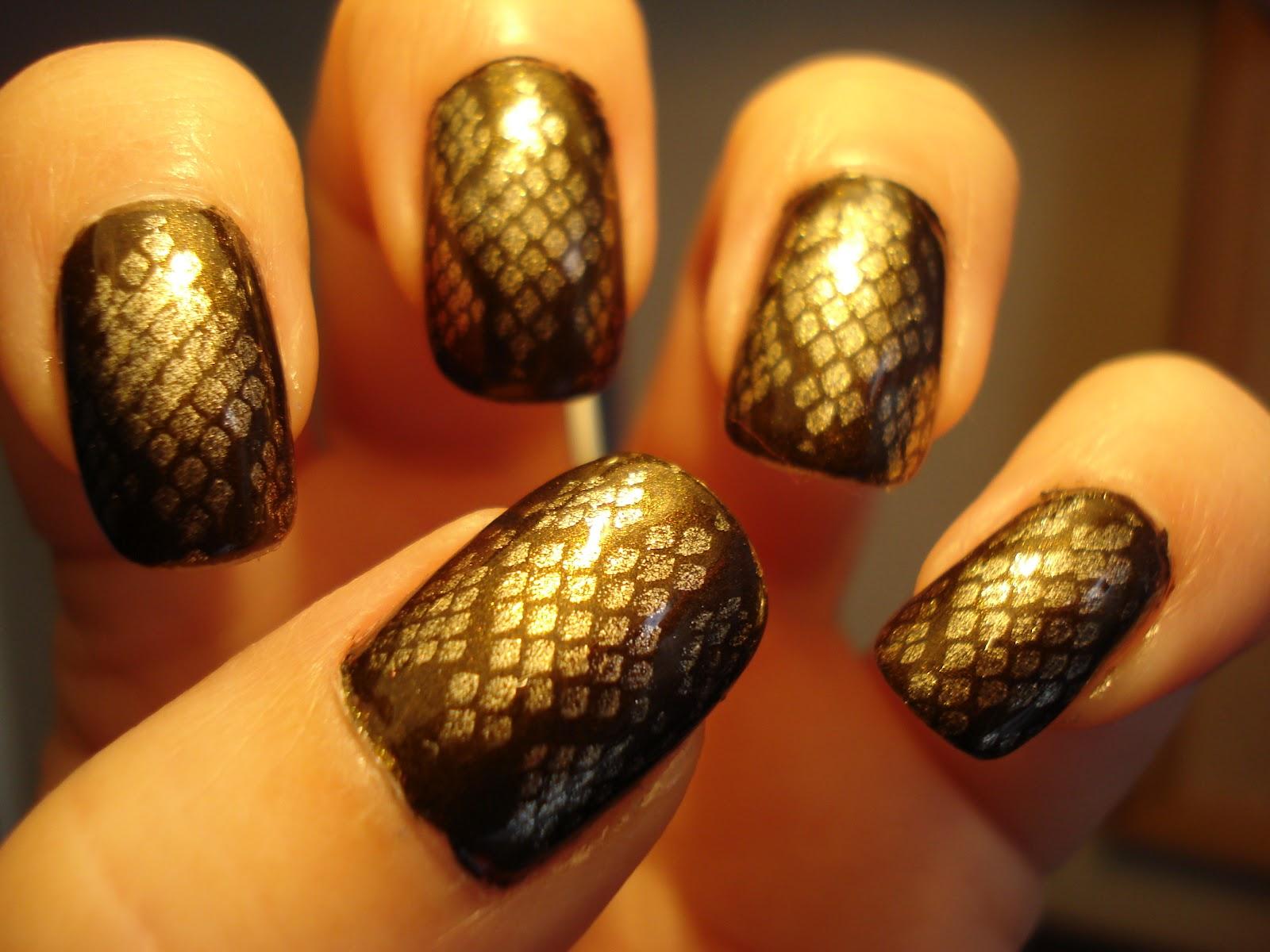 Фото ногтей со змеей
