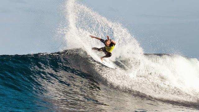 foto asp kirstin rip curl pro bells beach Mick Fanning 03