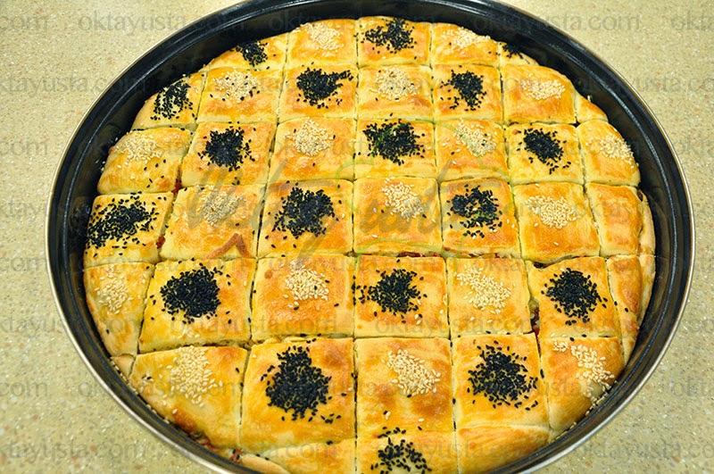 Peynirli Sucuklu Ev Böreği Tarifi