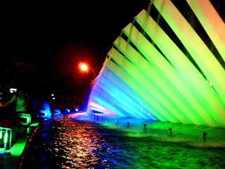 taman pelangi Surabaya waktu malam