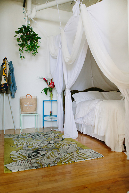 anthropologie rug and bed with curtains for privacy