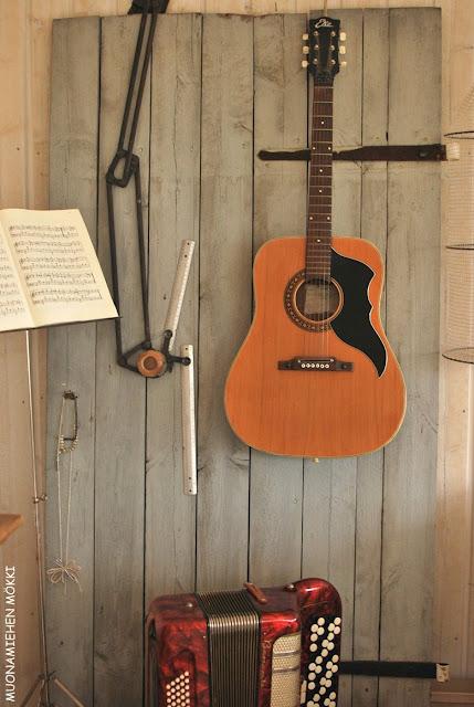 Muonamiehen mökki - Ateljeen musiikkinurkkaus
