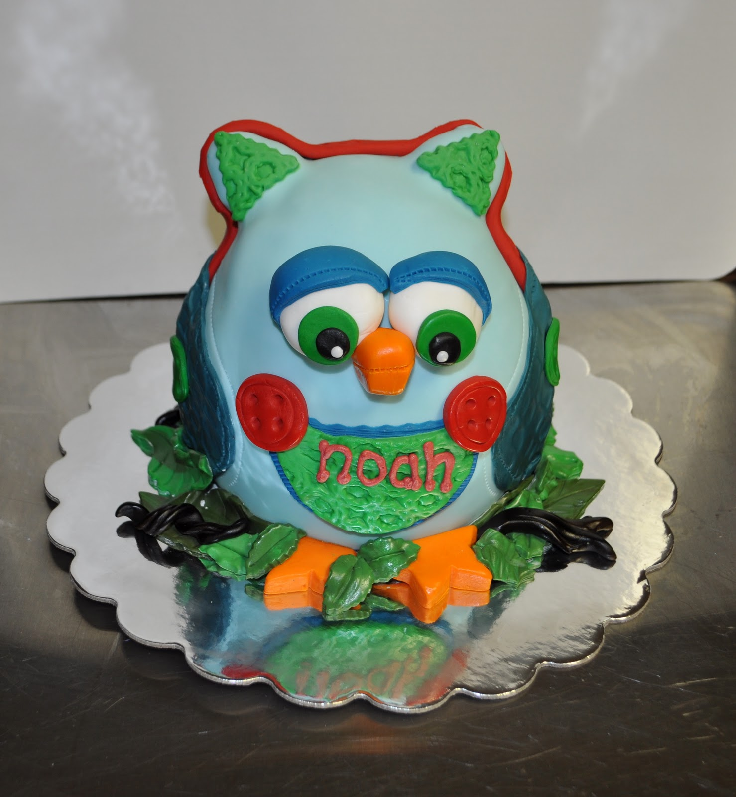 Owner And Cake Artist : Leah s Sweet Treats: Owl Cake and cupcakes!