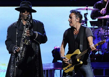 bruce springsteen clarence clemons kiss. Bruce Springsteen - Spirit in
