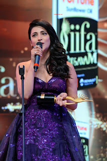 shruti hassan cleavage iifa 2016