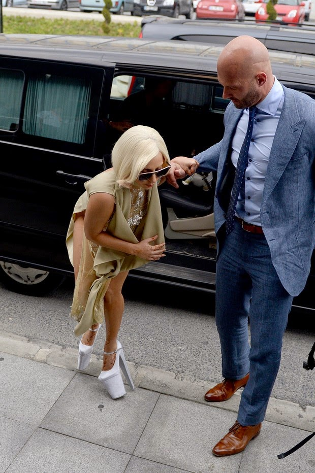 With sky-high heels, Lady Gaga has become unbalanced