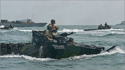 US troops engaged in joint US-Japan amphibious assault training
