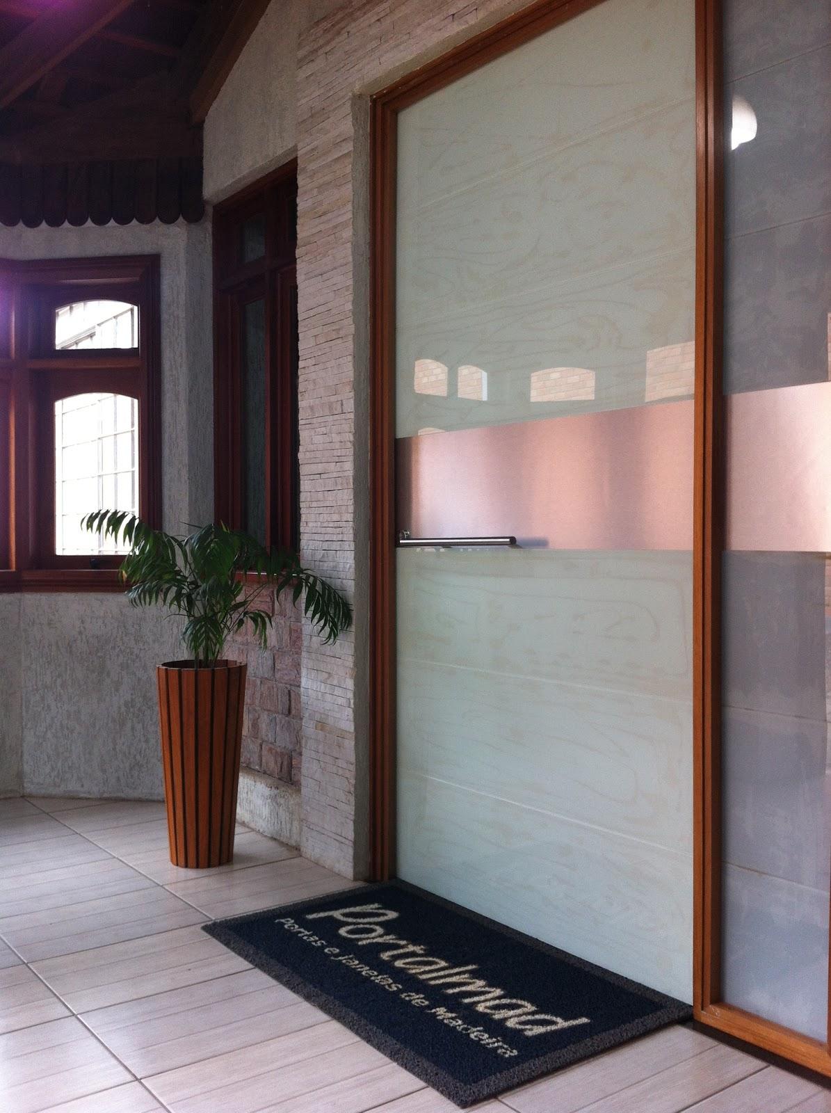 #895042  em esquadrias de madeira: Porta Pivotante Vidro Madeira e Alumínio 74 Janelas De Vidro E Madeira