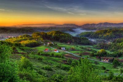 Panorámica de las colinas verdes en Croacia