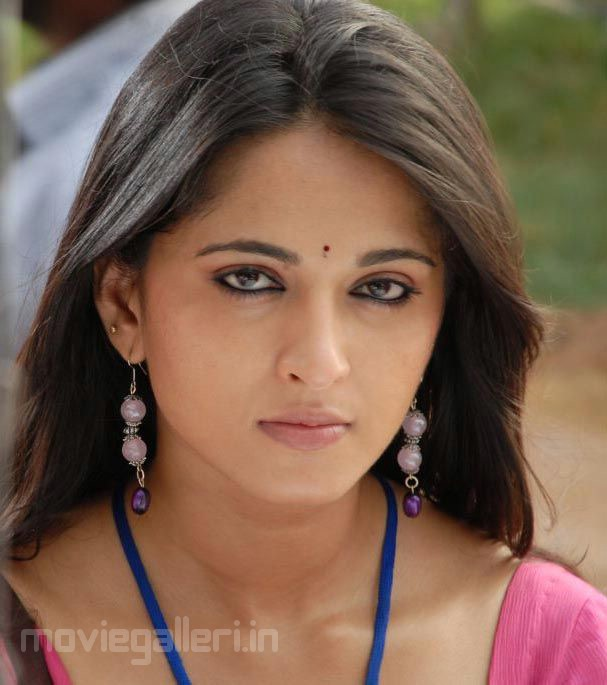 Anushka Shetty New Cute Stills Photo Gallery Images Movie