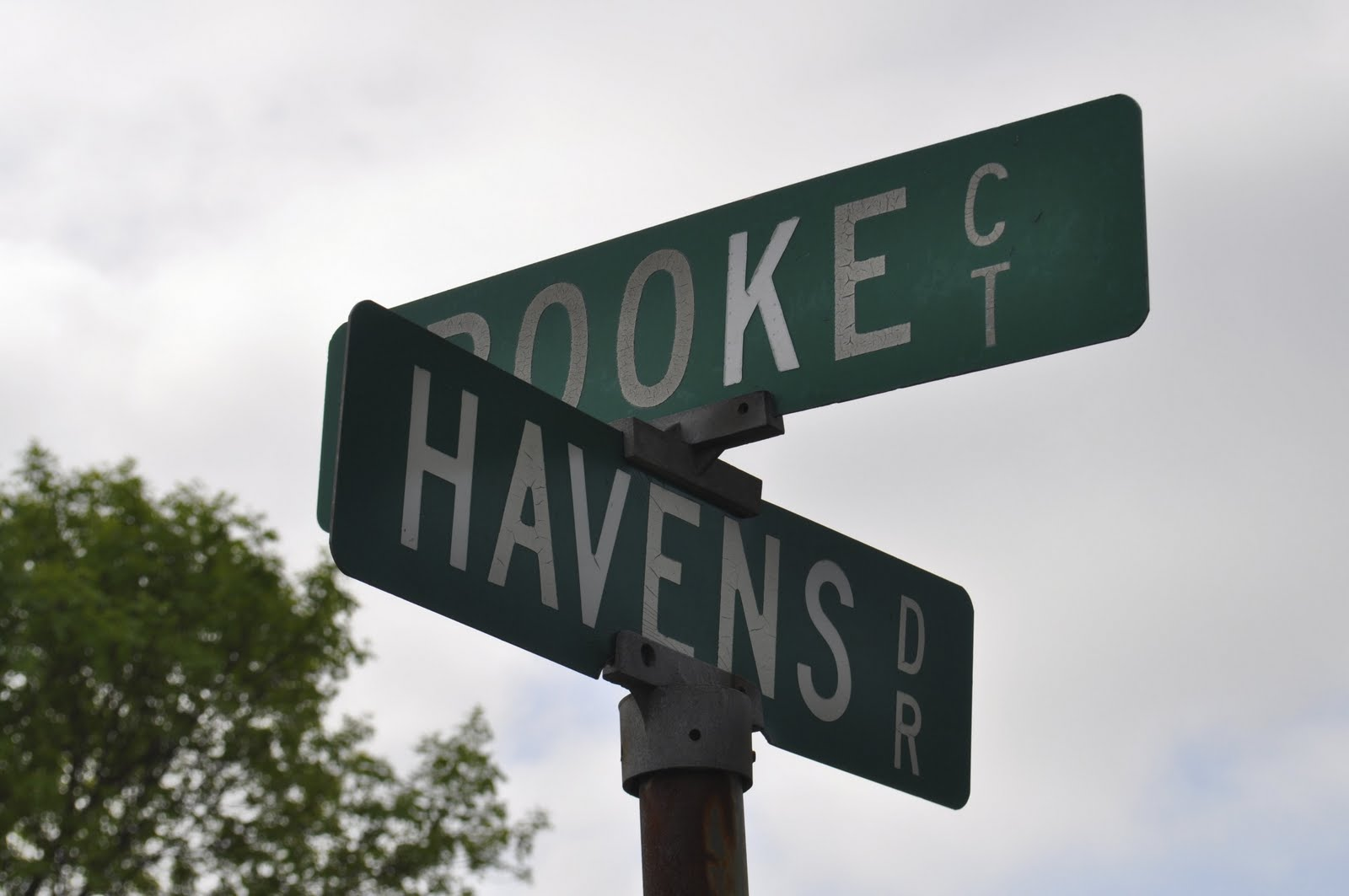 intersecting planes in real life. these two street signs are skew lines. they don\u0027t intersect and aren\u0027t parrallel. called havens drive rooke court. intersecting planes in real life