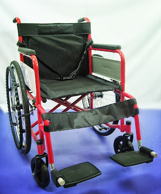 Semi lightweight wheelchair