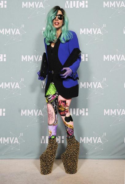 lady gaga with high heels lady gaga