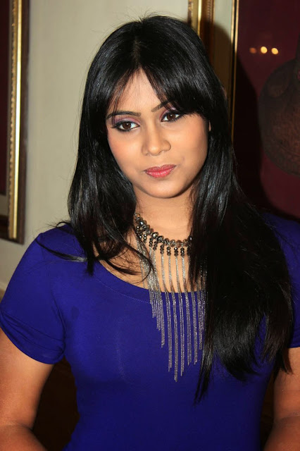 Actress Thulasi Nair Hot Wallpapers indianudesi.com