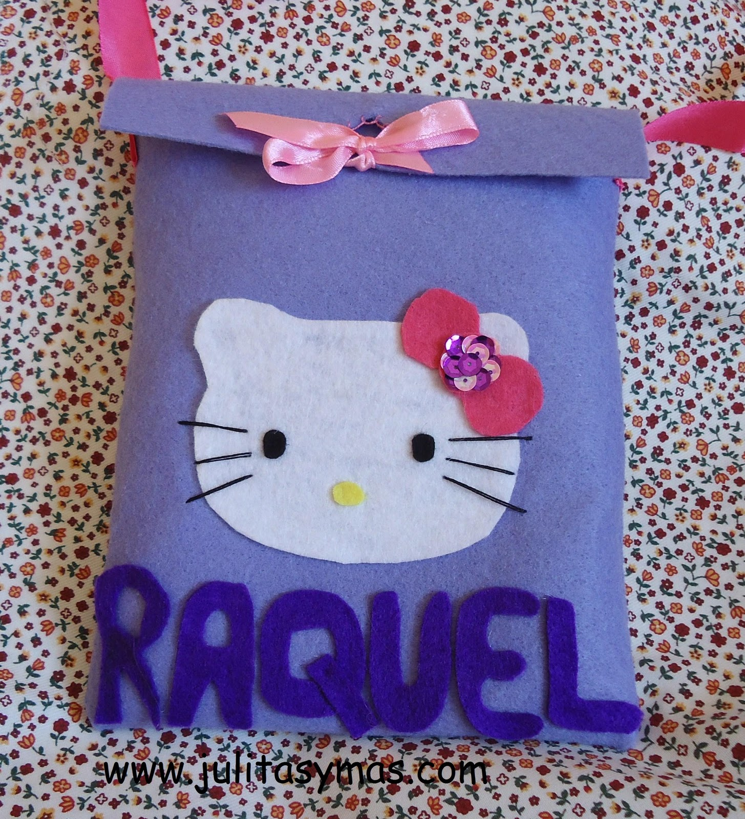 unos bolsos de fieltro hello kitty que he hecho para el cumple de unas
