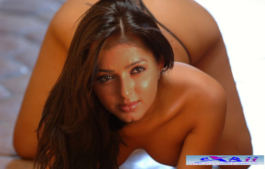 ... nude naked sex videos: Bhoomika Chawla Nude Bending to show Boobs