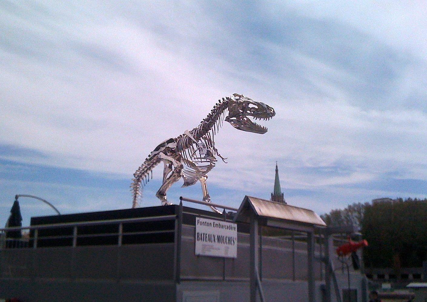 tyrannosaurus rex de philippe pasqua embarcad 232 re de la compagnie des bateaux mouches