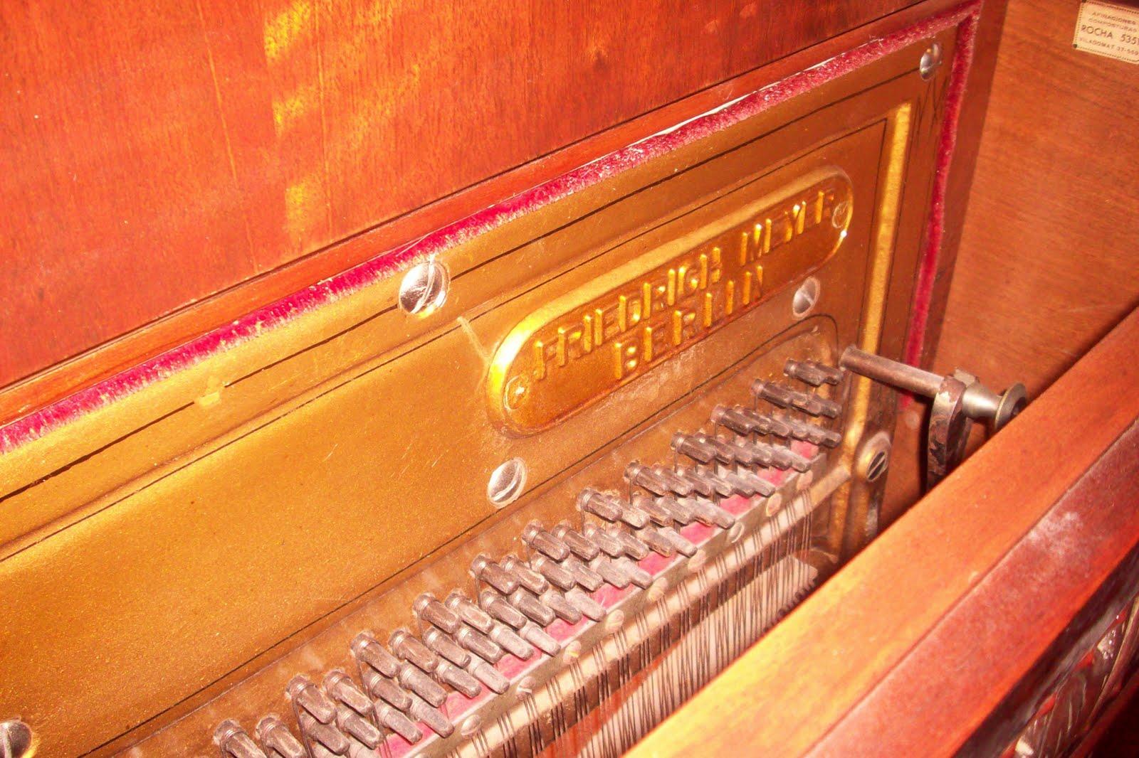 Piano vertical aleman meyer el mueble es de raiz de nogal - El mueble es ...