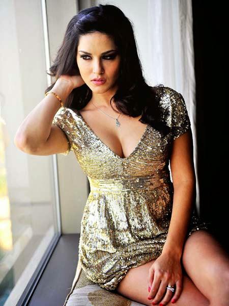 Buxom Beauty Sunny Leone Hot Pics