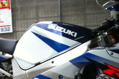GSX-R1000 '02のタンク塗装前