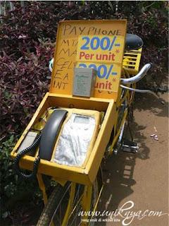 Telepon umum berjalan di Uganda