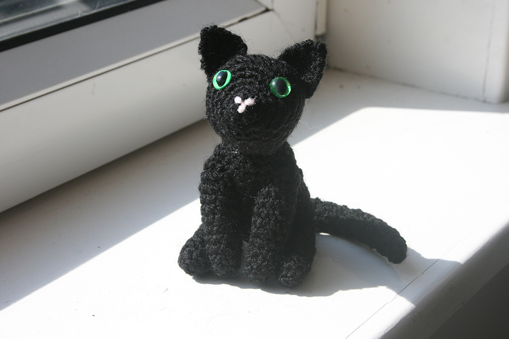 Amigurumi Black Cat Pattern : Judy van Button Crochet Art