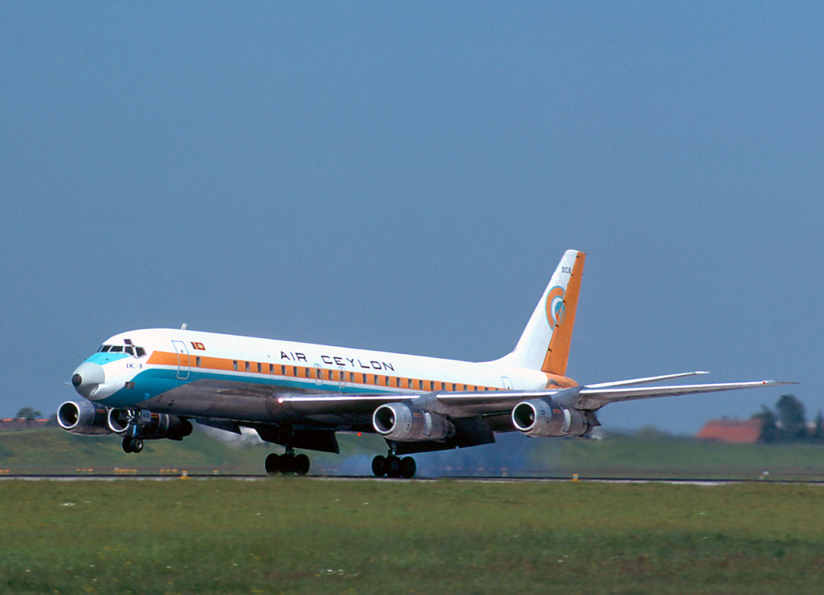 DC+8+4R-ACQ+06.1977.jpg