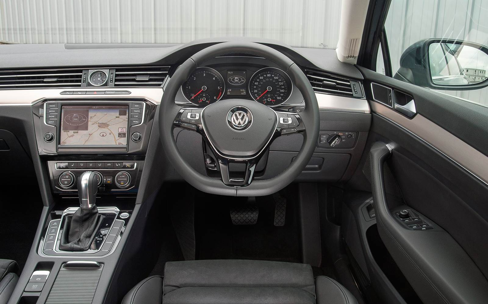 2015 Volkswagen Passat Estate - interior