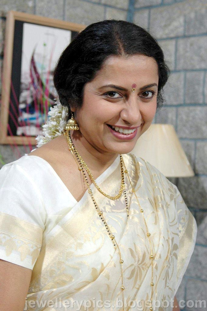 South Indian Actress Suhasini Gold Jewellery