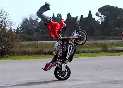 Wheeling – Show de manobras radicais com Motos