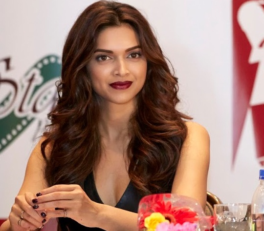 Deepika Padukone Makeup in Happy New Year 2
