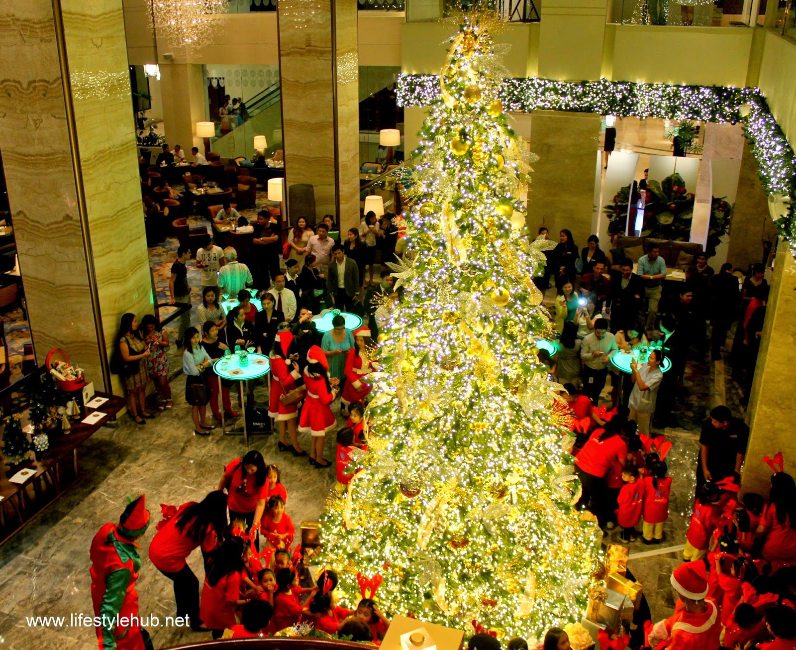 Christmas tree lighting at EDSA shangri-la