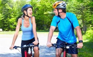 Gambar DP Lucu Unik Olahraga sepeda sambil pacaran