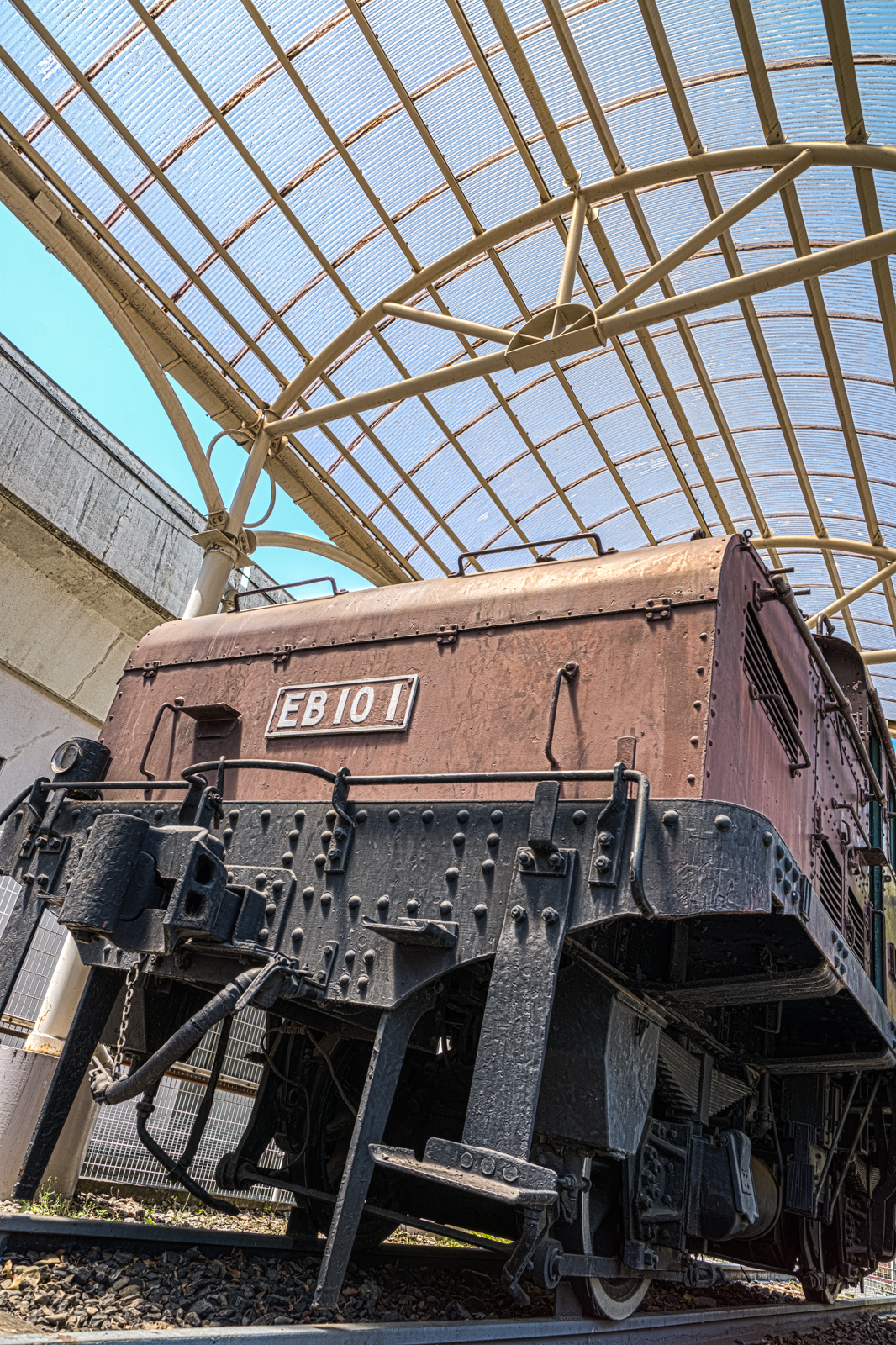 ローアングルで撮影した国鉄EB10形電気機関車EB101の写真 HDR