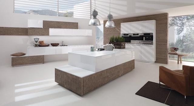 cuisine design blanche et bois avec îlot proposée par le fabricant allemand ALNO