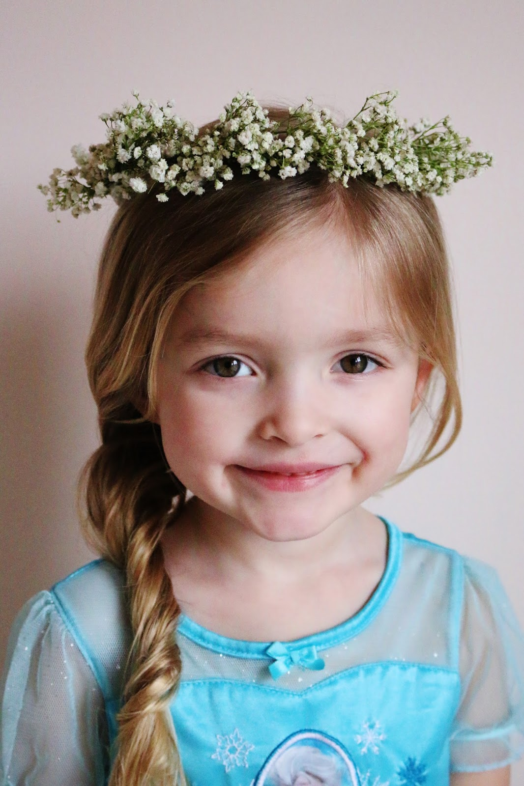 My simple modest chic diy babys breath flower crown tutorial i just love the look of these delicate little flowers so today im sharing a little tutorial so you can make these for yourself or a lucky friend izmirmasajfo Gallery