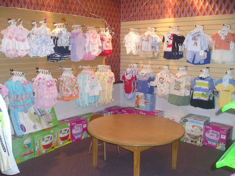 Baby Bloomers is a unique local baby store carrying a diverse selection of tasteful baby products, serving Charleston and Mount Pleasant, South Carolina.