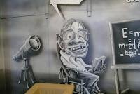 Mural z podobizna Stivena Hockinga wykonany na Politechnice Warszawskiej w domu Studenckim Żaczek