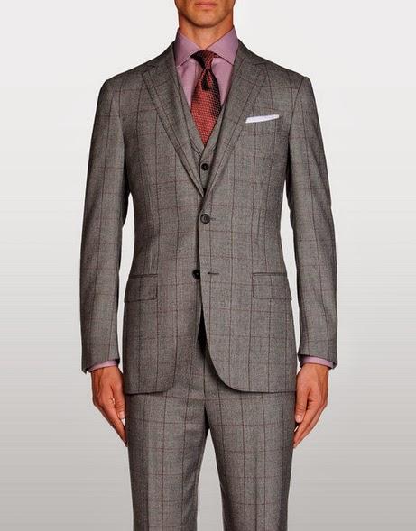 Si tu traje es estampado (cuadros, líneas u otra textura) lleva la camisa y corbata en un estilo más discreto. Recuerda que debes crear una combinación