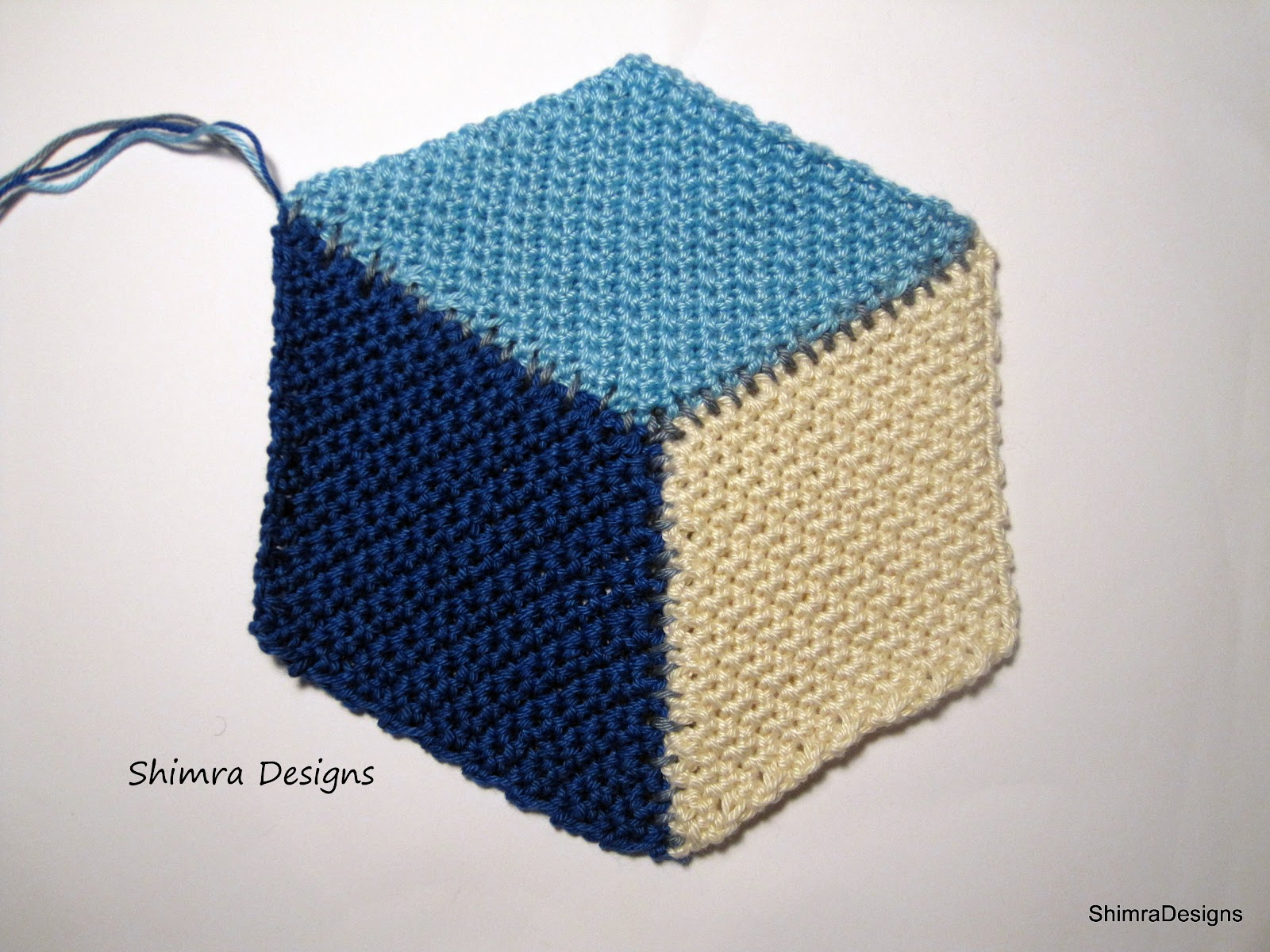 Shimra designs photo tutorial how to crochet a triangle and a the vasarely cube can you see the 3d effect dt1010fo